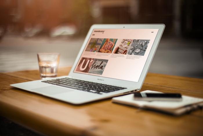 Web Mandacarú en laptop