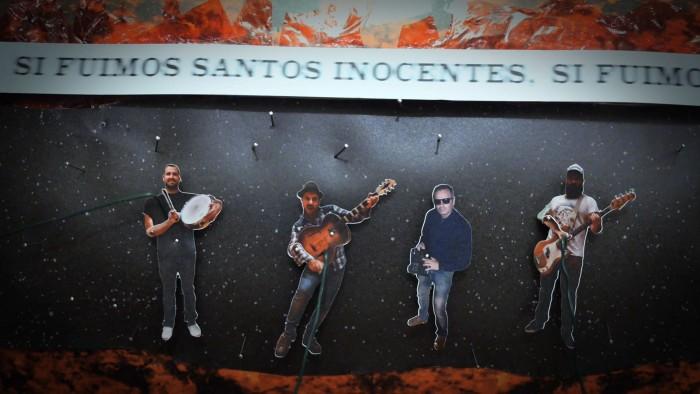Videoclip Seremos Santos Inocentes, de Eladio y los Seres Queridos