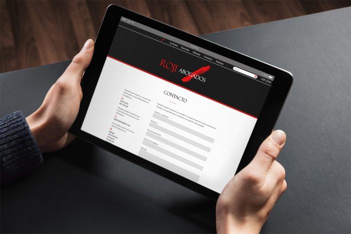 Web Roji Abogados en tablet