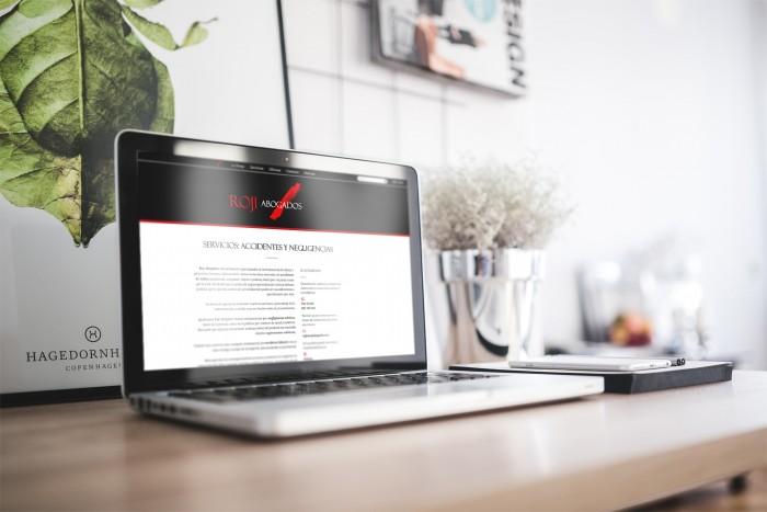 Web Roji Abogados en laptop